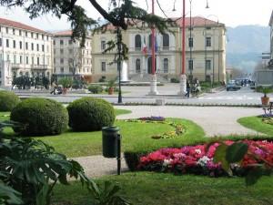 Vittorio Veneto (Treviso): molotov lanciate contro il municipio
