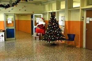 """Bari, scuola vieta la recita di Natale ai genitori. """"Comprate il video"""": famiglie in rivolta"""