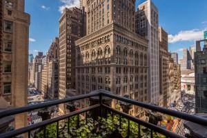 New York, carta di credito rifiutata: ragazza si butta da terrazza