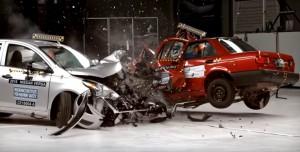 Video YouTube: Crash test, Nissan Usa vs Nissan Messico: differenza impressionante