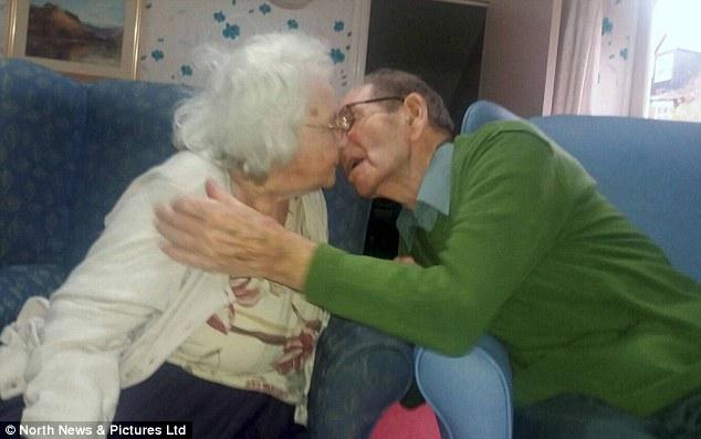 Jessie e Ray, 70 anni insieme, li dividono: la reunion è commovente06