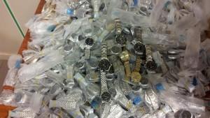 Napoli, scoperto deposito di Rolex falsi: uguali a quelli veri