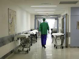 Massa Carrara, bimbo di 15 mesi beve candeggina: salvato in ospedale