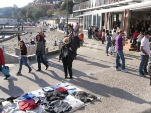 Castiglioncello dice no alle bici sulla passeggiata: la raccolta firme dei pedoni