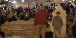Piazza di Spagna è già di nuovo una latrina