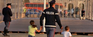 Papà orco a Roma: abusi su figlia 5 anni, filmati. E tra i giochi della piccola...