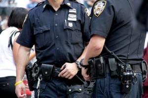 Usa, due poliziotti uccisi in imboscate