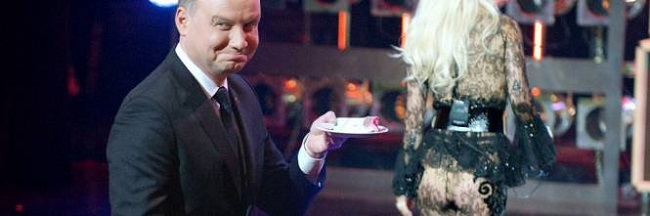 Polonia, presidente ammicca a ragazza succinta: FOTO fa discutere 1