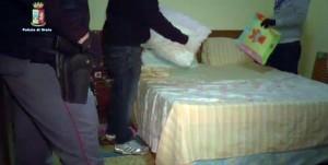 Ravenna: arrestati 11 romeni, controllavano prostituzione sulla Statale