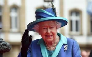 Guarda la versione ingrandita di Battute sull'intimità della regina Elisabetta: censurato conduttore Bbc (Foto Ansa)