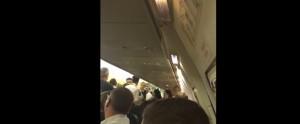 Video Youtube: rissa su volo Ryanair, pilota atterra a Pisa e li fa arrestare