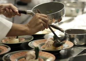 Ristorante, ecco cosa non devi mai ordinare: pesce il lunedì, carne ben cotta...