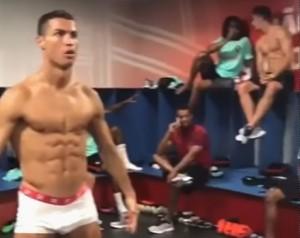 Guarda la versione ingrandita di Mannequin Challenge del Portogallo: Ronaldo è in boxer negli spogliatoi