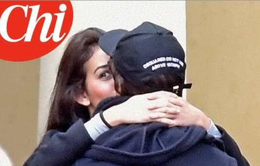 Cristiano Ronaldo bacia una ragazza a Parigi FOTO