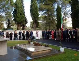 "M5s ""confuso"". Virginia Raggi commemora Shoah, sindaco Nettuno caduti di Salò..."