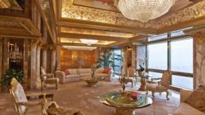 Trump style a Casa Bianca: sedie e nani da giardino d'oro, golf no orto