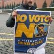 Matteo Salvini srotola striscione per il No a Mosca e rischia arresto02