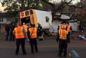 Guarda la versione ingrandita di Tennessee, scuolabus si schianta contro albero: 6 bambini morti (foto Ansa)
