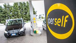 """Lecce, self service benzina in tilt: in 2 ore """"scroccati"""" 1000 litri..."""