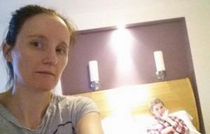 """""""Angelo custode protegge mia figlia malata"""": commovente selfie di una mamma"""