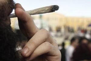 Guarda la versione ingrandita di Fuma spinello in gita: arrestato studente italiano a Cracovia (Foto archivio Ansa)