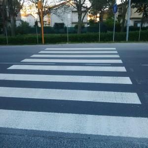 Vittorio Veneto: tagli alle strisce pedonali. Costano troppo