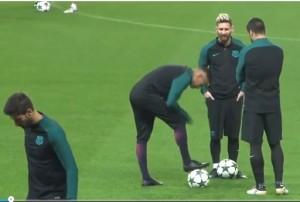 Guarda la versione ingrandita di Neymar furibondo con Suarez dopo lo scherzo