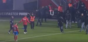 YOUTUBE Svezia: Helsingborg retrocede, ultrà minacciano giocatore ma lui...