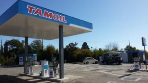 Tenta di rapinare un distributore di benzina con una ancora