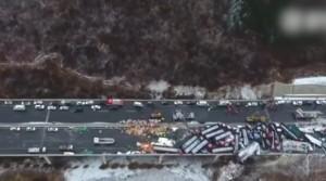 YOUTUBE Cina, tamponamento in autostrada: 17 morti e 56 veicoli coinvolti