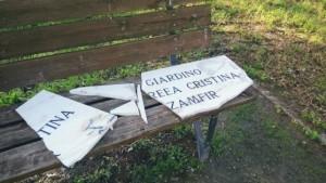 Donna crocifissa a Firenze, vandali distruggono la lapide commemorativa