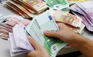 Tasse, italiani pagano 950 euro in più della media Ue