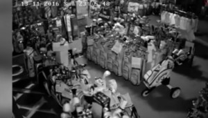 YOUTUBE Terremoto Nuova Zelanda, immagini in un negozio: gli oggetti volano durante la scossa