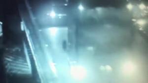YOUTUBE Gran Bretagna: camion colpisce auto su corsia emergenza, 3 morti