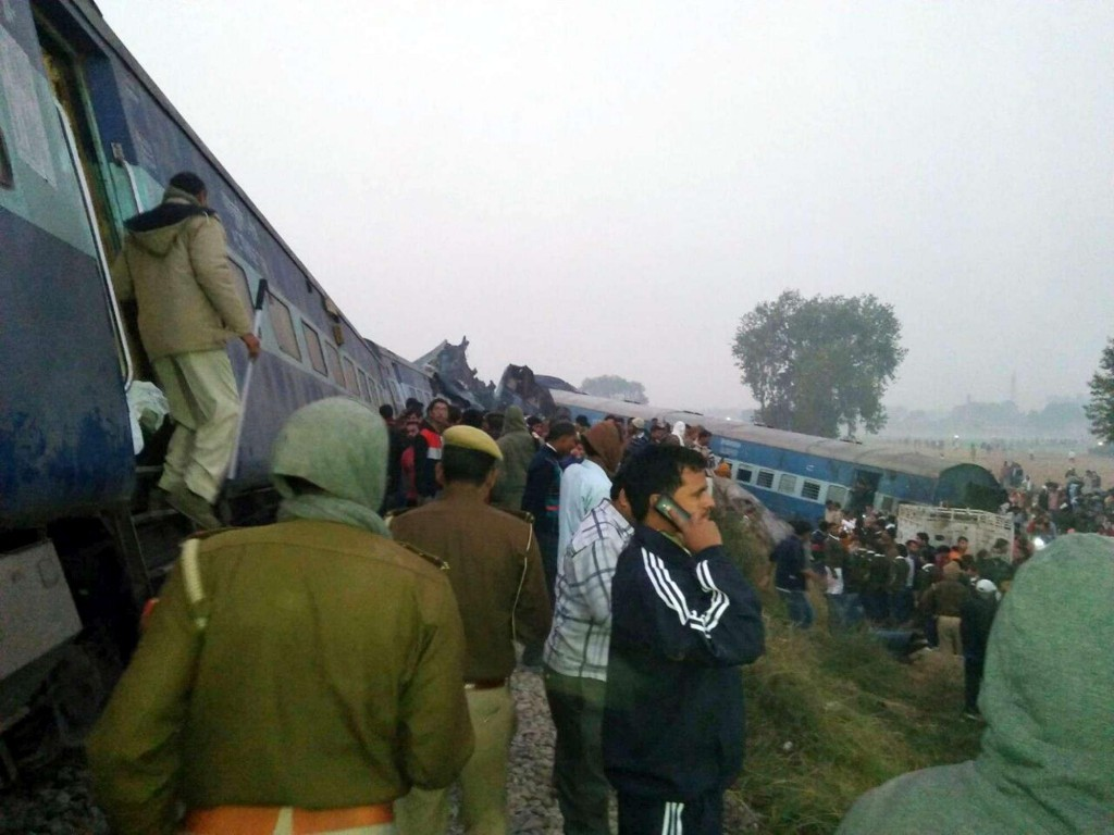 India, treno deragliato: bilancio delle vittime sale a 147 mort3
