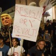 "Donald Trump ""Not my president"": proteste, maschere bruciate, arresti FOTO6"