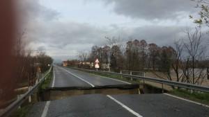 Maltempo Piemonte, a Saluzzo crolla ponte in diretta dopo alluvione
