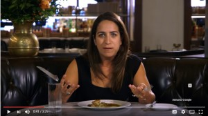 VIDEO YOUTUBE Vegetariana mangia carne dopo 22 anni: reazione incredibile...