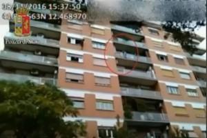 Appeso al balcone del sesto piano: 21enne tenta suicidio a Roma