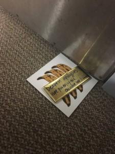 Guarda la versione ingrandita di Jenna Levine, biglietto a vicini per rapporti troppo rumorosi. La risposta sorprendente FOTO