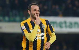Verona capolista, Pazzini esulta dopo il gol (foto Ansa)