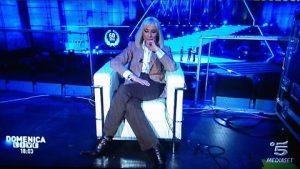"""Raffaella Carrà, addio alla tv: """"È ora di lasciare il passo alle nuove generazioni"""""""