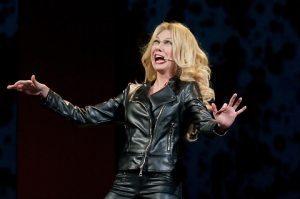 """Virginia Raffaele si racconta: """"Quando per la tensione vomitavo sul palco"""""""