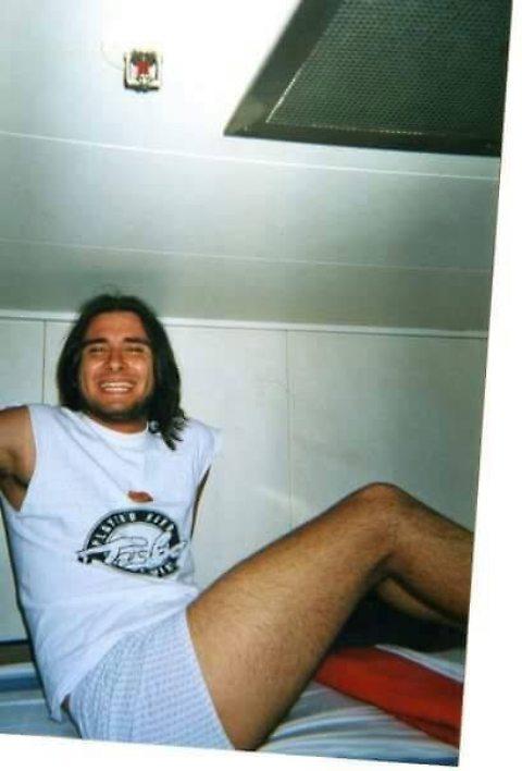 Alessandro Di Battista giovanissimo con capelli lunghi: foto del viaggio in Sud America 01