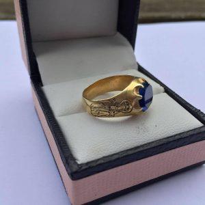 Cercatore di tesori trova anello medievale nella foresta di Sherwood: vale 70mila sterline