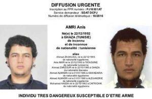 """Attentato Berlino, Anis Amri ha perso documento nel camion. Complottisti: """"Fatto apposta?"""""""