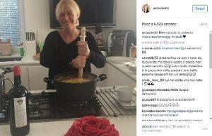 Antonella Clerici prepara la polenta, critiche su Instagram