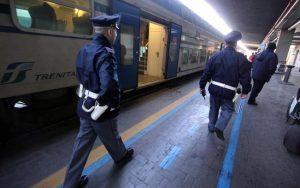 Pescara, donna di 120 kg ha rapporto orale in stazione. Sorpresa sputa ai poliziotti