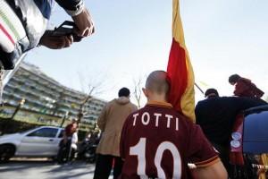 Tifosi a Trigoria per derby, Roma apre le porte