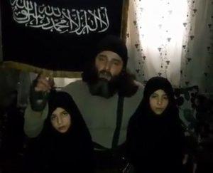 YOUTUBE Bambina kamikaze, i genitori la salutano prima di mandarla a morire
